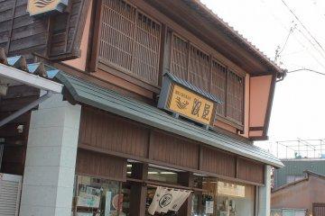 미쿠니의 전통적인 상가, 카구라 구조이다