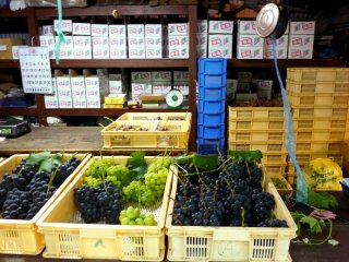 Different varieties of grapes for sale