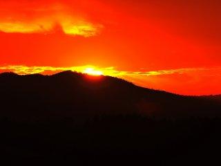 La colline Shin-ei est connue pour ses magnifiques couchers de soleil au milieu des collines de Biei
