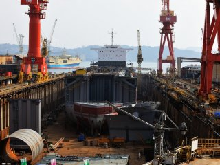 Kamishima Dock House of Sasebo Shipyard. On this holiday, there was no one to be seen and it was unusually silent