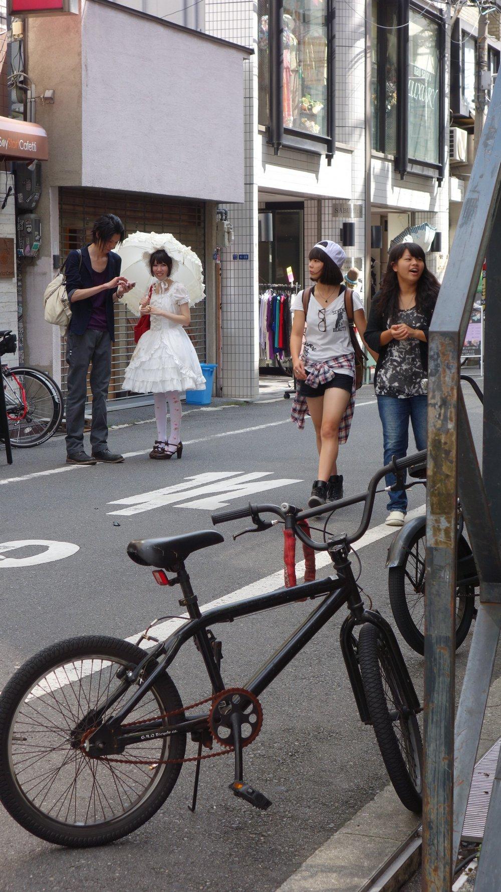 พอจะมี crossplay บ้าง แต่น้อยมาก เทียบ Harajuku ไม่ได้เลย