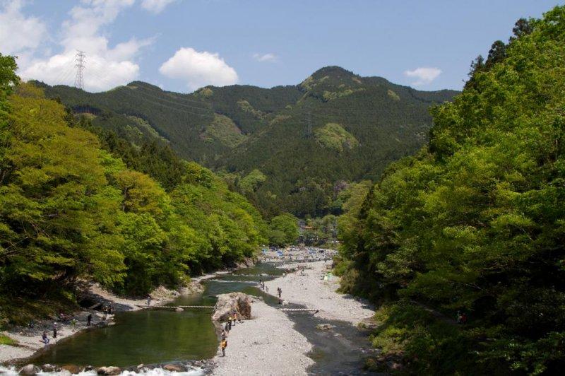 Чудесная река Тама рядом со станцией Митакэ