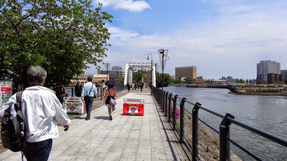 เส้นทางเดิน คิชะมิชิ เชื่อมต่อกันด้วยสะพานรถไฟเก่าสามสะพาน