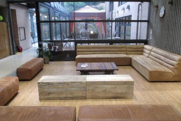 <p>The entrance to Comfort Higako&nbsp;Sports has a spacious lounge</p>
