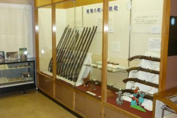 Displays of matchlock guns used in the battle of Nagashino