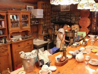 オーナーシェフの小田原さんの定位置はこの石窯の前。最大多忙の日には500枚のピッツァを一人で焼く