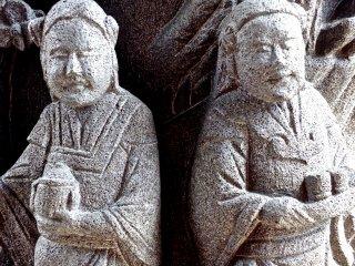 Tượng hai người hầu - Kanteibyo, phố Tàu thuộc Yokohama