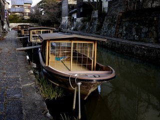 Many tourist boats are moored on the sides of the canal