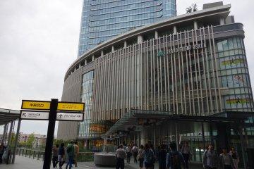 Grand Front Osaka เมืองห้างยิ่งใหญ่