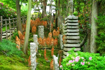 <p>Stone statues of Buddha nestled in the woods at the back of the main hall. The pathway on the left leads to &#39;Miraishin no Oka (Hill of Hope)&#39;</p>