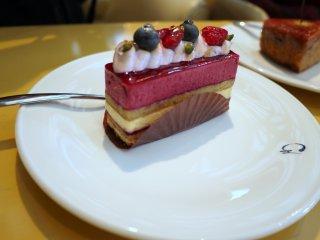 Fabulous berry sponge cake
