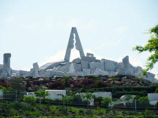 寺院の境内から一番高い未来心の丘に続く経路から
