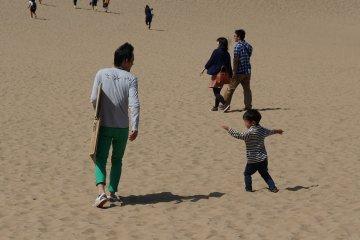 <p>เอามา ทราย surf แน่ๆ อยากเล่นบ้าง</p>