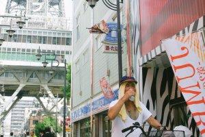Penduduk lokal yang banyak bersepeda