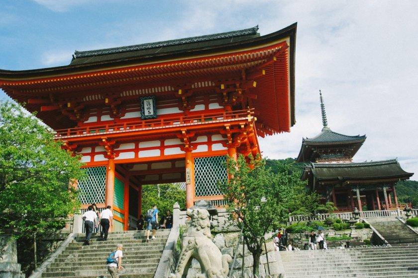 Pintu gerbang Kiyomizu-dera