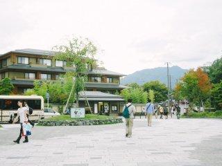 En face de la station Arashiyama Hankyu, vous avez juste besoin de descendre vers le Nord en direction de Togetsukyo