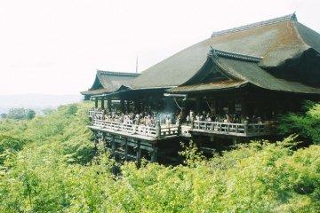 Potret Kiyomizu-dera di Musim Panas