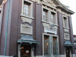 三国の北前船交易以来の廻船業で財を成した森田家が興した「森田銀行」本店の建物として1920年に建てた