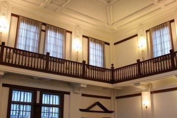 福井三国「旧森田銀行」に佇む