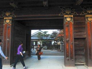 Pintu masuk menuju pelataran Kastil Matsumoto
