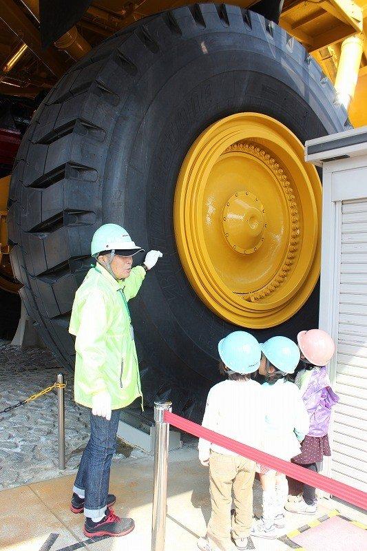 実際に南米の鉱山で使われていたトラックがここに展示され公開されている