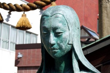 <p>Bronze statue of Oichi, mother of the three sisters, wife of Shibata Katsuie, and sister of Oda Nobunaga. Her beautiful face looks somehow sad</p>