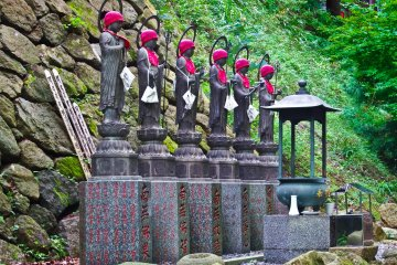 <p>Several `Jizo`, (statues) colorfully decorated in red, just meters away from the entrance to Oyama Temple</p>