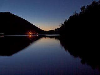 유모토코 호수는 필자의 시작점이였다. 아직 어두웠을 때라, 길을 조심조심 걸어가야 했다.