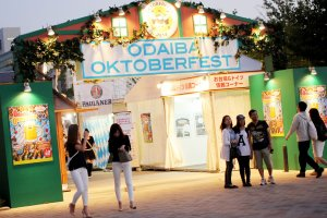 You can enjoy the festival from early afternoon to well after sundown both weekdays and on the weekend.