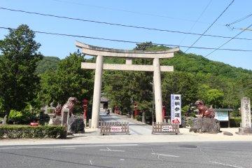 <p>The Torii at the front of Kibitsuhiko Shrine</p>