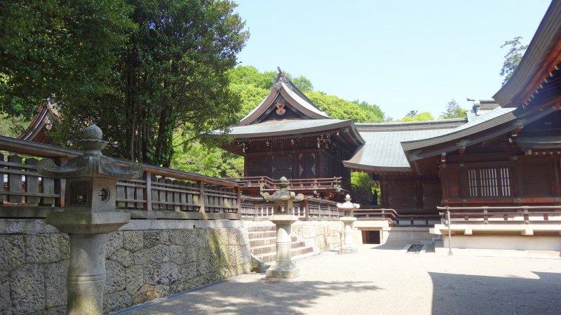 <p>The beautiful grounds of Kibitsuhiko Shrine</p>