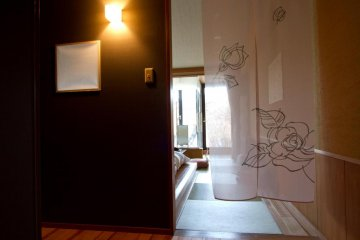 Small entrance area of the room