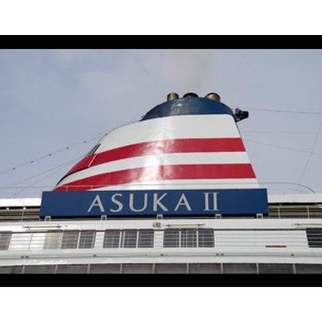 Kapal Pesiar Asuka II di Yokohama
