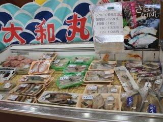 魚介類も売られている。干物が中心だがとても美味しい