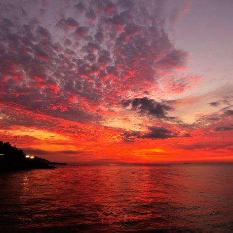 Langit dan Laut flamboyan di Futami
