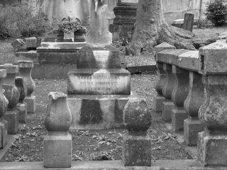 ここに埋葬されている人々の中で最も有名なのがスコットランド人の商人、トーマス・B・グラバーだ。1859年に来日し、50年以上この地に生活した