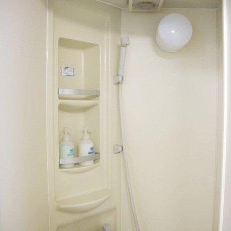ห้องอาบน้ำหยอดเหรียญ 100 เยน 10นาที