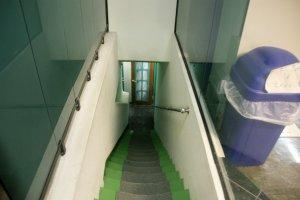 ห้องอาบน้ำ อยู่ชั้นใต้ดิน