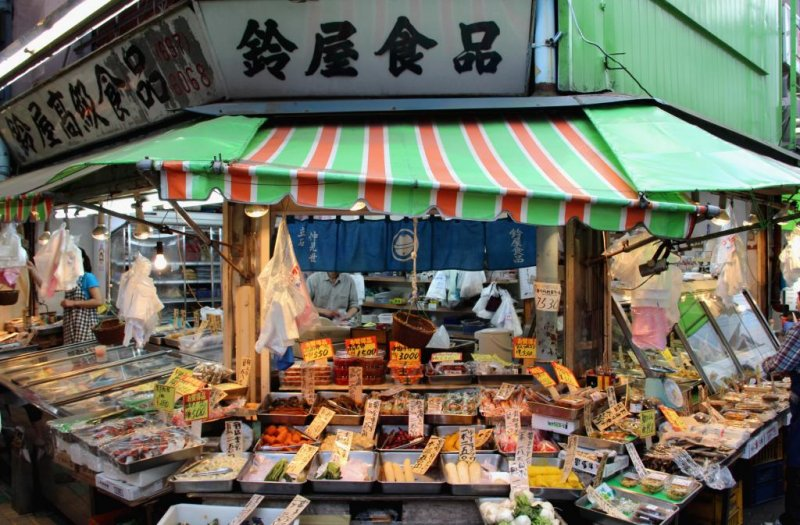 <p>Only three stops away from Tokyo Skytree, this market has a countryside atmosphere.</p>