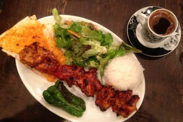 <p>A Chicken Sis with a typical Turkish coffee</p>