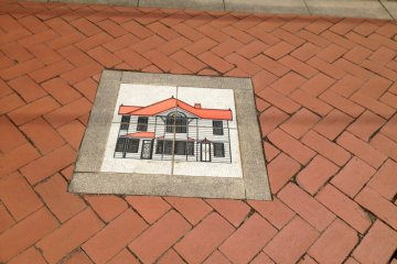 <p>The road to the house is paved with bricks.</p>