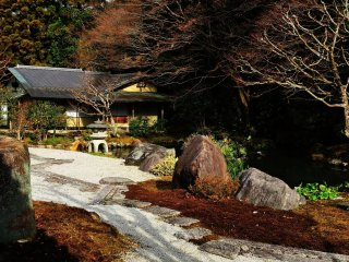 Tea House 'Fushiki-an' is located in back of the main temple building of Nanzenji