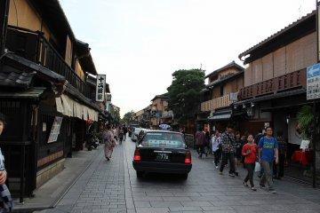 <p>Gion&#39;s south side Hanami Lane</p>