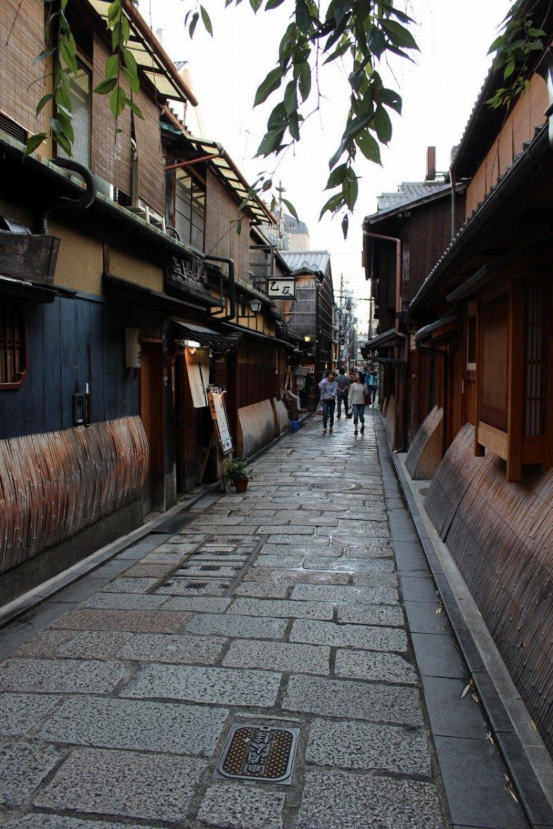 <p>A view of the side alley near&nbsp;Shirakawa Tatsumikyo</p>