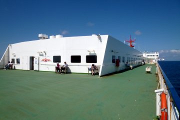 <p>It was unfortunate that the deck only has a couple of seats.</p>