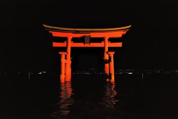 <p>This torii gate is one of the &#39;Three Major Torii Gates of Japan&#39;, which is the eighth torii gate since the original was built in the Heian Period by Taira-no Kiyomori</p>