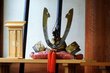 <p>Another replica of a samurai helmet displayed in the prayer hall - probably created to resemble one worn by Nitta Yoshisada during battles</p>