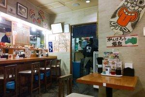 อีกมุมของบรรยากาศภายในร้าน บันไน โชกุโด (坂内食堂 / Bannai Shokudo) ที่ Kyoto Ramen Street ด้านบนของสถานีเกียวโต (Kyoto Station)