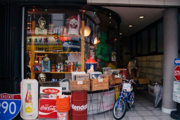 <p>A store that sells vintage advertising products and memorabilia.</p>