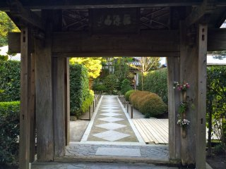 The main gate to Meigetsu-in Temple